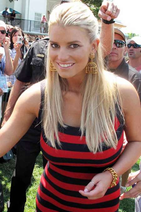 [gallery_main-0702_jessica_simpson_golf_03.jpg]