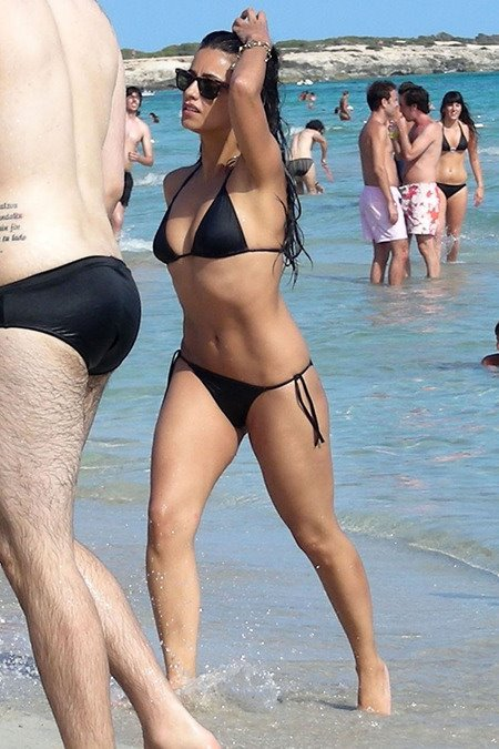 [gallery_main-0712_monica_cruz_bikini_05.jpg]
