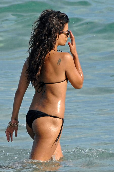 [gallery_main-0712_monica_cruz_bikini_01.jpg]