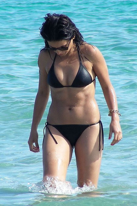 [gallery_main-0712_monica_cruz_bikini_14.jpg]