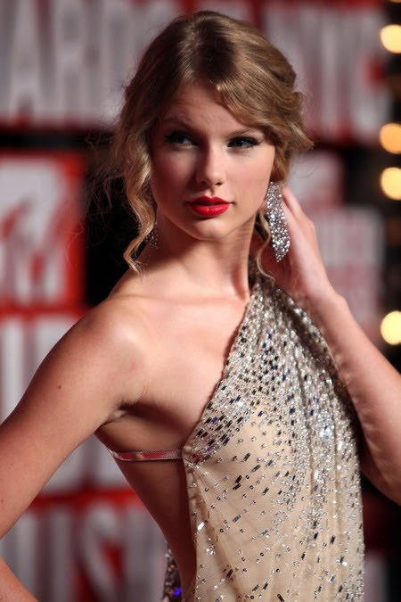 [gallery_main-0914_taylor_swift_vmas_10.jpg]