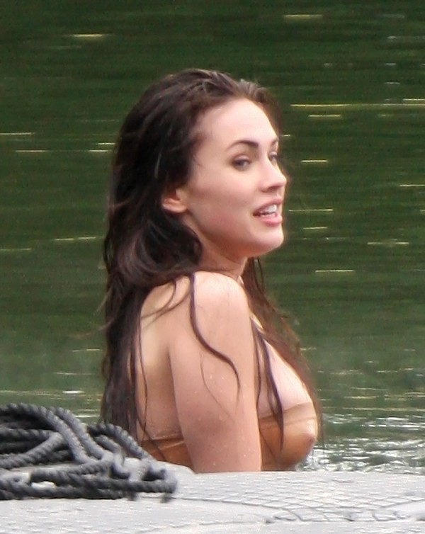 [megan-fox-topless-1-28.jpg]