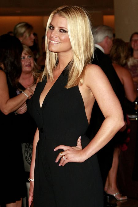 [gallery_main-1004_jessica_simpson_smile_13.jpg]