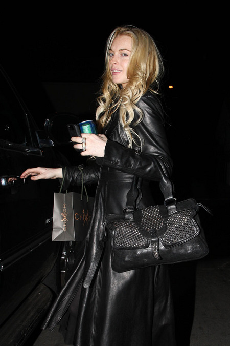 [gallery_main-1108_lindsay_lohan_shopping_06.jpg]