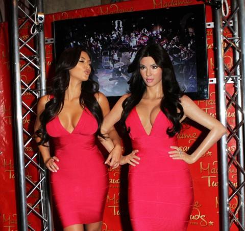 http://2.bp.blogspot.com/_5MwaaS2L6UA/TC29BdEHWnI/AAAAAAAAODE/gEibd29vib4/s1600/0701-kim-kardashian-wax-statue-13-480x452.jpg