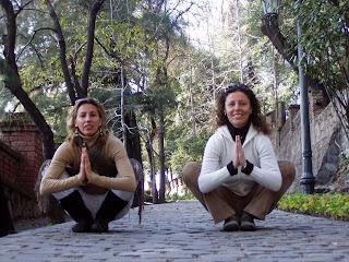 Yoga en el Cerro Santa Lucía: Patic & yo en Malasana