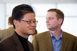 Jerry Yang, fundador do Yahoo! enfrenta oposição de seus acionistas para manter a empresa independente na disputa das receitas de publicidade on-line