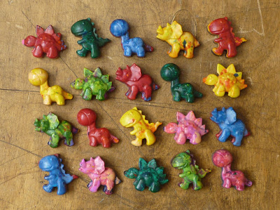 20 dinosaur crayons party favors