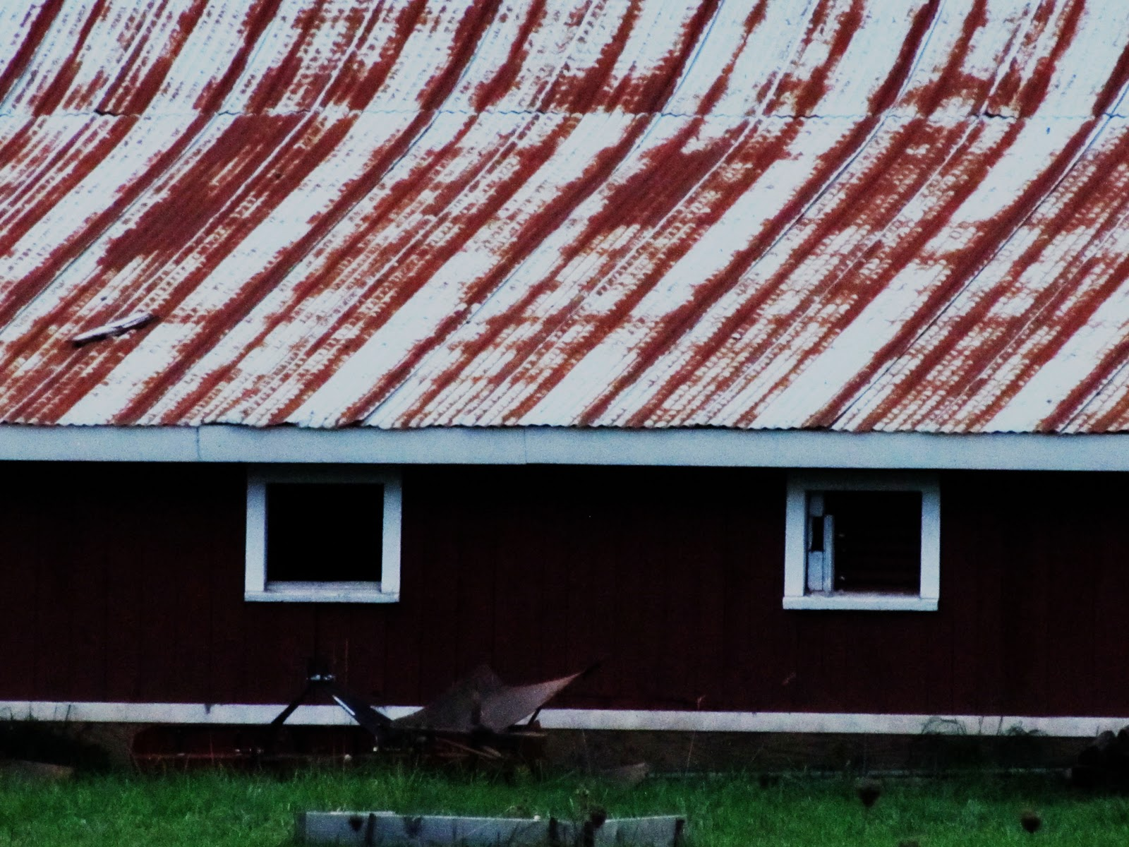 Tmp metal roof how to paint topic for How to paint tin roof