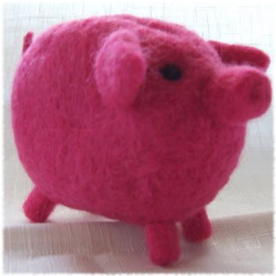 wet felted piggy bank coin purse filcowana na mokro świnka