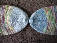 Sock toes using different colored reinforcement yarns
