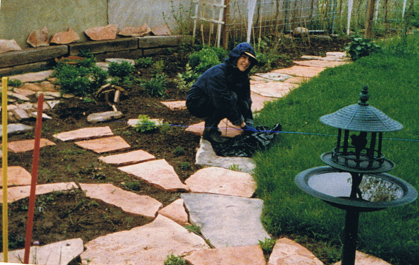 Image gallery limestone pathways for Landscaping rocks des moines