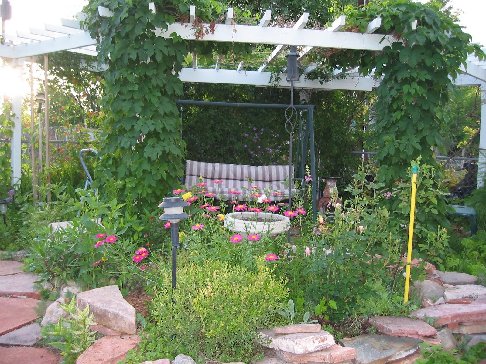 Dakota Garden Arbor in the Corner