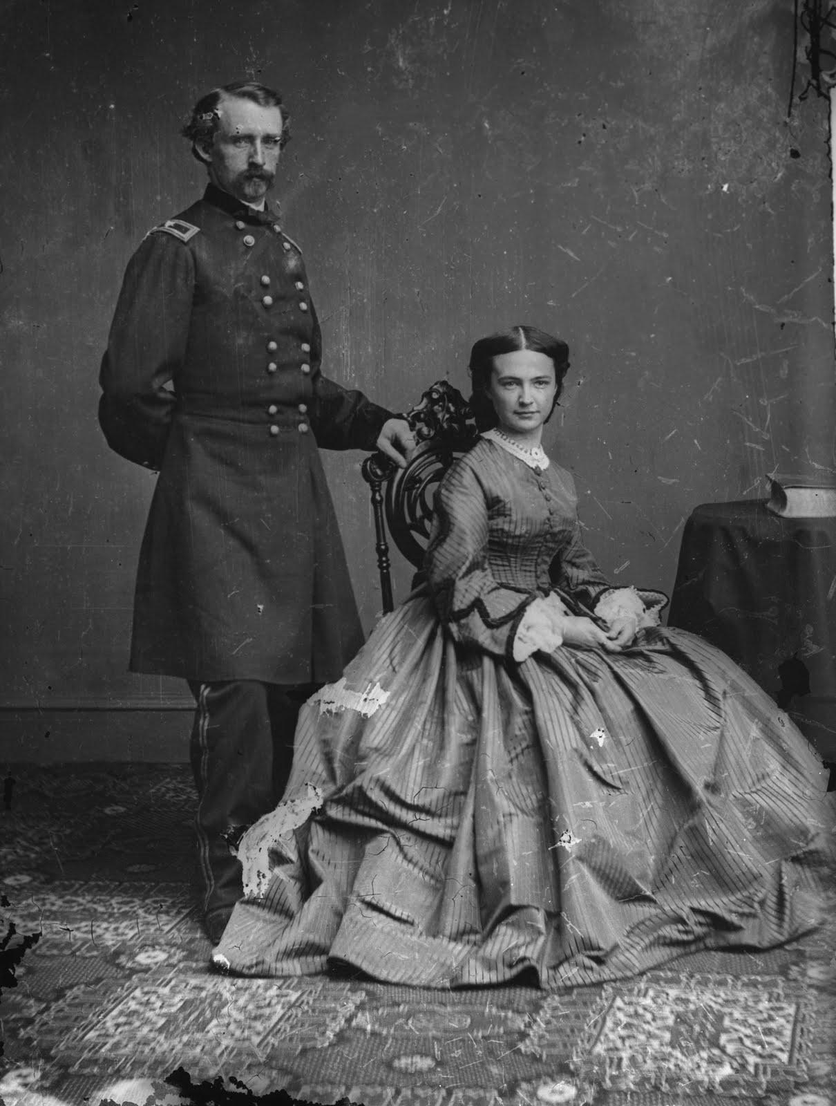 http://2.bp.blogspot.com/_5UVRO6TgGqA/TF8e3lDOJLI/AAAAAAAAAdU/94XwKM3NHdo/s1600/George_Armstrong_Custer_and_Elizabeth_Bacon_Custer_-_Brady-Handy.jpg