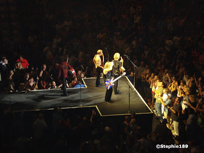 On the catwalk, Downstage Thrust Tour 2007, Def Leppard, Phil Collen, Vivian Campbell, Rick Savage, Joe Elliott