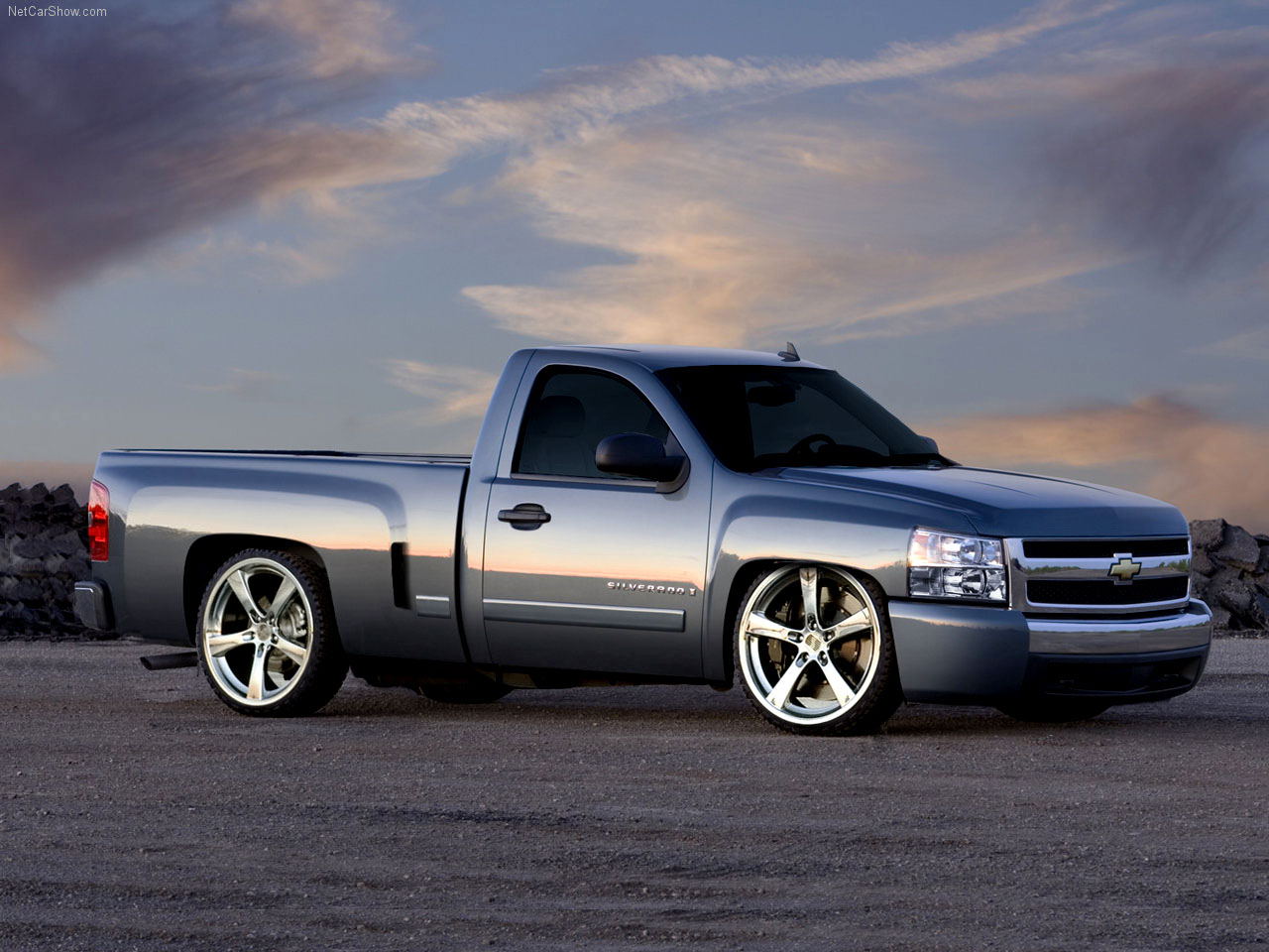 http://2.bp.blogspot.com/_5YsZvIcPKEI/TUDK5JPMseI/AAAAAAAAAMs/IE5CYFr95A8/s1600/15-1+Wallpaper+de+camioneta+Chevy+Silverado.jpg