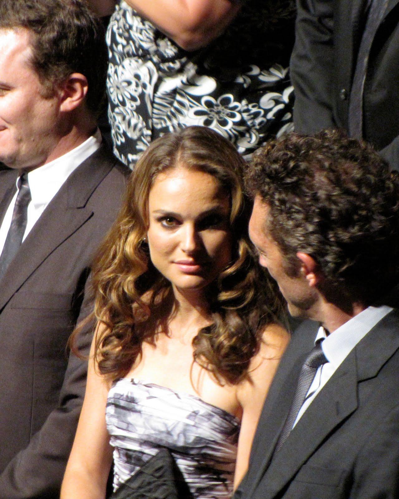 http://2.bp.blogspot.com/_5_7myy6XZuw/TJZEYOf1rSI/AAAAAAAAEnY/MFUEV525TtE/s1600/Natalie+Portman+at+Black+Swan+Gala.jpg