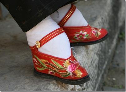 [1.+Sapatos+que+moldam+os+pés.01.jpg]