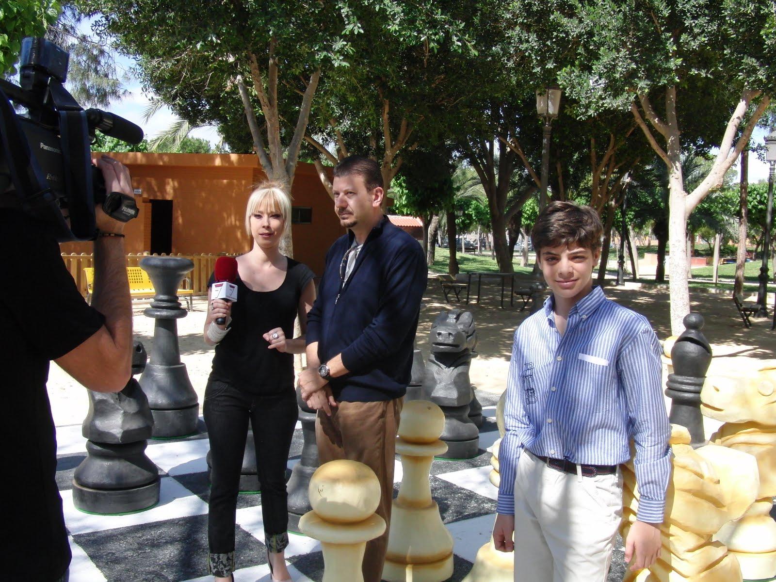 Ajedrez en la region de murcia entrevista del canal 7 for Alejandro fernandez en el jardin