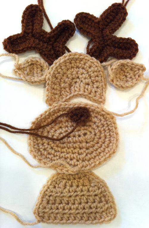 Crochet Along – Santa Pillow Part 3 – Reindeer