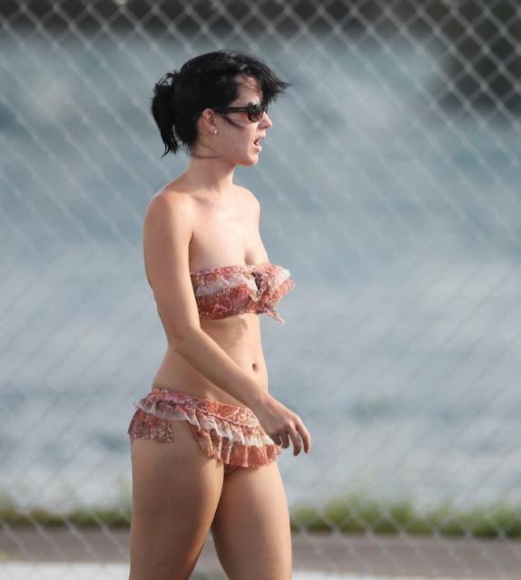 Katy Perry Saat berlibur di Bahamas - kumpulan fakta aneh dan unik - Blog berita terkini
