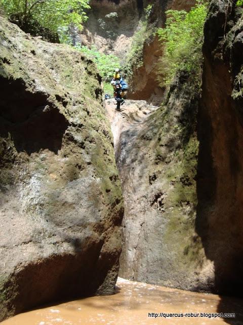 Fosas en el cañón el Aguacate