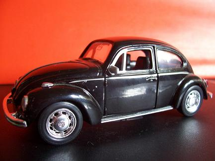 Volkswagen Beetle- Año 1945 (auto a escala, de costado)- JE Rodríguez