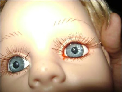 muñeca que llora sangre