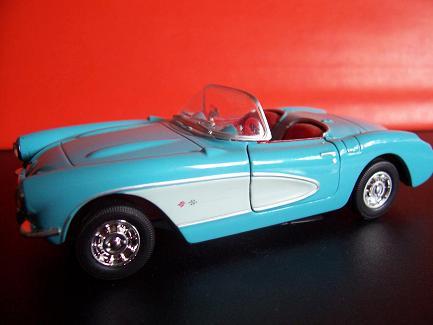 Chevrolet Corvette- Año 1953 (auto a escala, de costado)- J.E. Rodríguez