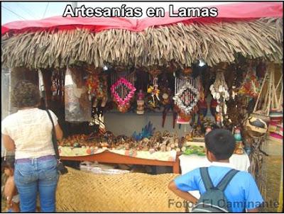 artesanias en la feria de la patrona de santa rosa del barrio huayco de lamas, peru