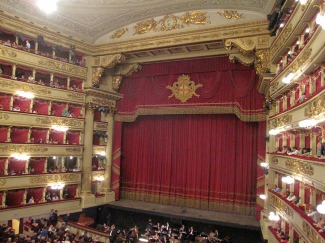 ¿Qué Hay De Mí? Capítulo 82 Milan+auditorium