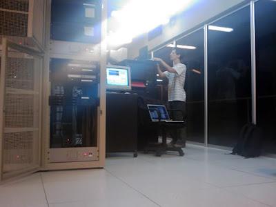 Trabajando para poner a punto los servidores