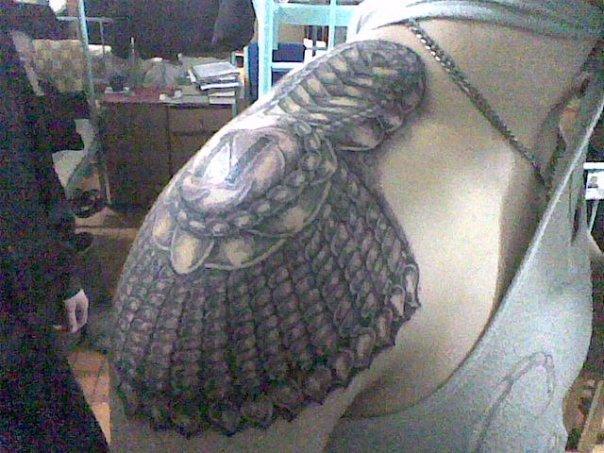 Татуировка погона на правом плече
