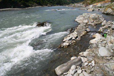 秀姑巒溪急流旁的魚陷阱