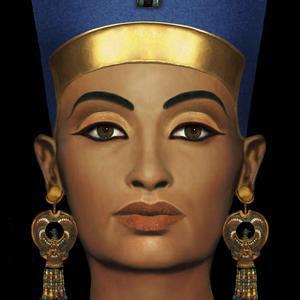 La Historia del Maquillaje GF0GWOE1--300x300