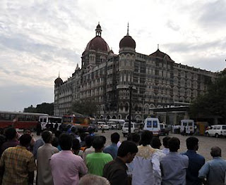 Photo of people in front of the Taj Mahal Hotel in Mumbai after the terrorist attacks of November 30, 2008