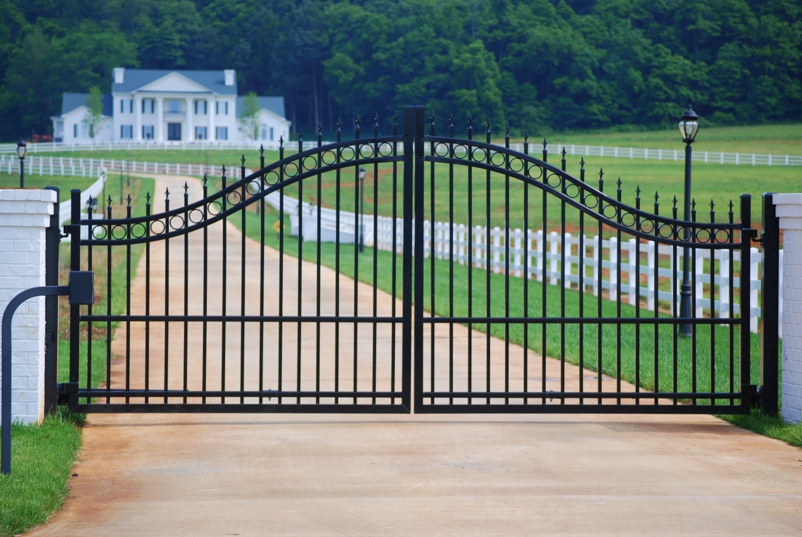 Ultra aluminum fencing gates and handrails july 2010 for Aluminum gates for driveways