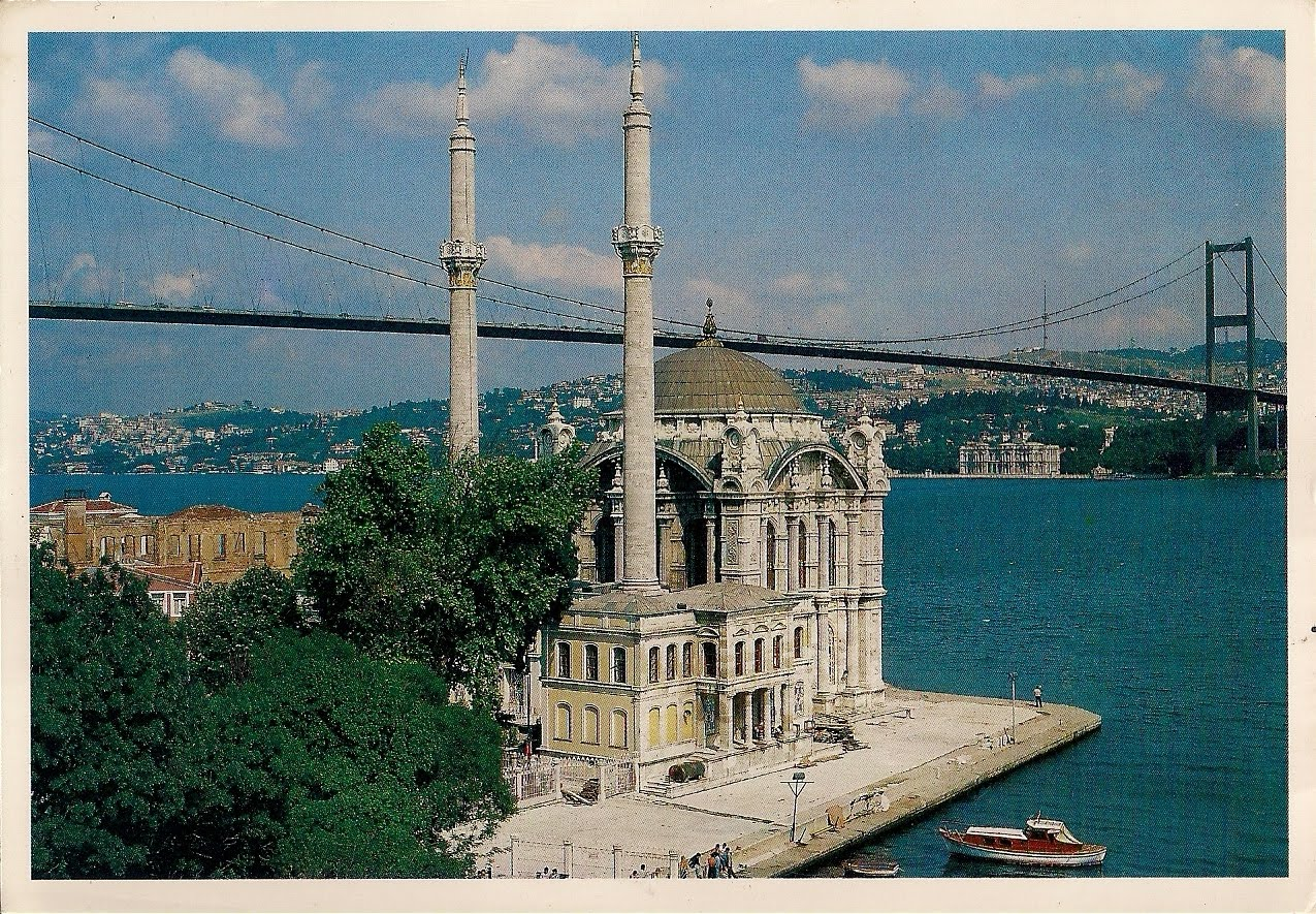 http://2.bp.blogspot.com/_5kg-2NhF1P4/TDesUziJ_LI/AAAAAAAABBc/7nOJ8rnSN8c/s1600/Istanbul+Ortakoy+Mosque+and+the+Bosphorus+bridge.jpg