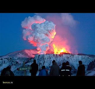Foto Gunung di Islandia Meletus
