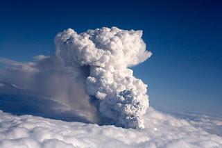 Gunung di Islandia Meletus 4