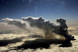 Gunung di Islandia Meletus 1
