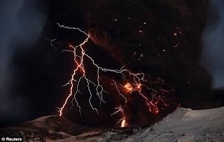 Gunung meletus di Islandia 2