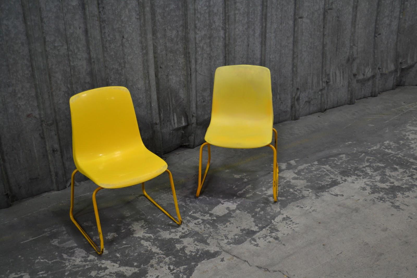 Past present 2 petites chaises 1 couleur jaune - Chaise hauteur assise 60 cm ...