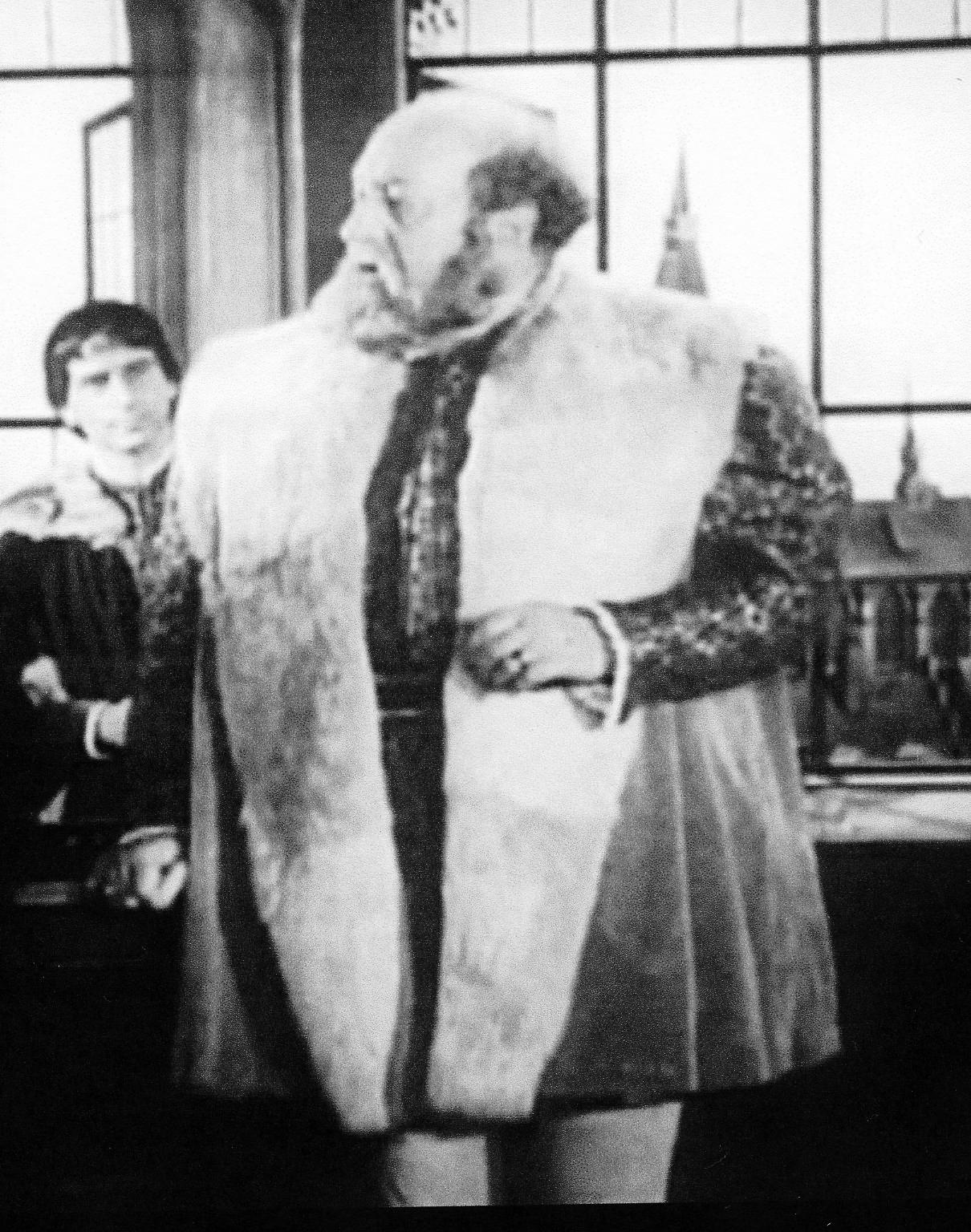 http://2.bp.blogspot.com/_5n4tf47qr9Q/TQMrFmWorHI/AAAAAAAAAJI/NnT9FlDRlPs/s1600/movie+Luther+1953+Horne+as+FtWe.jpg