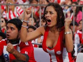 Larissa Riquelme aficionada de Paraguay en el mundial 2010