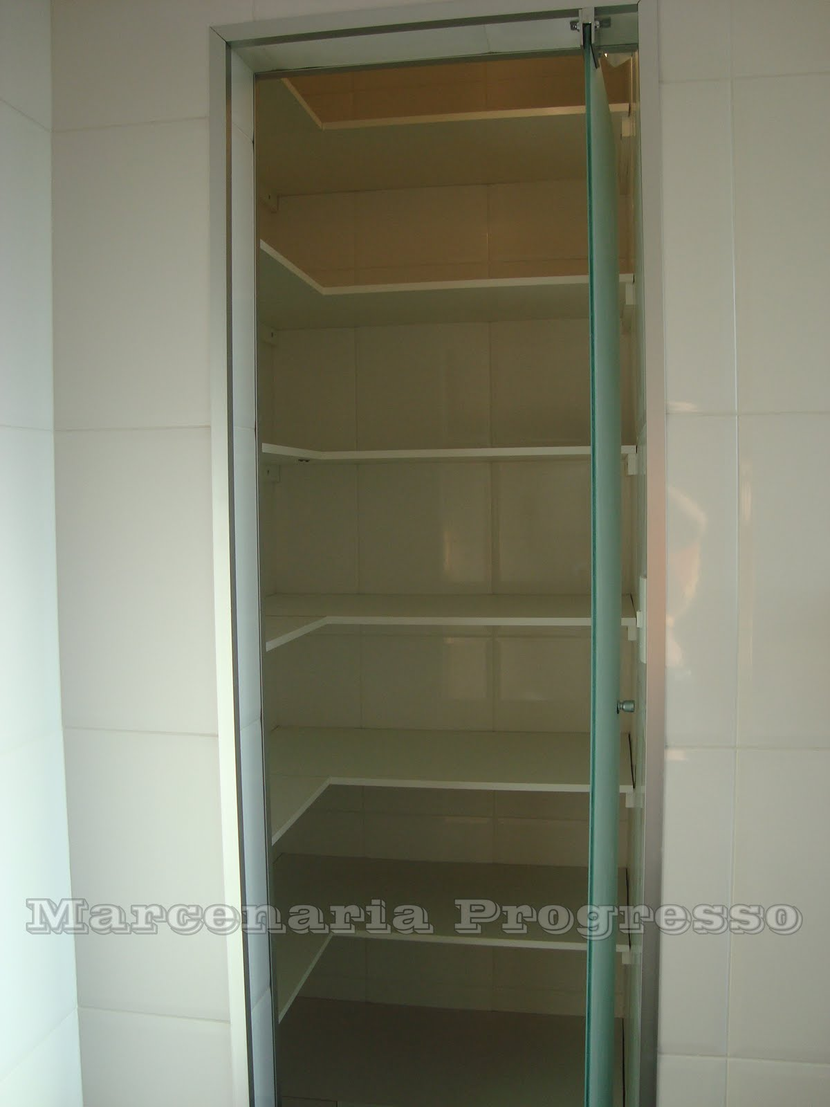 Projeto da arquiteta Elisa Cordeiro LADO A Arquitetura. #5A4E30 1200 1600