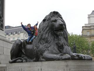 Lu y yo en un León de Trafalgar Square