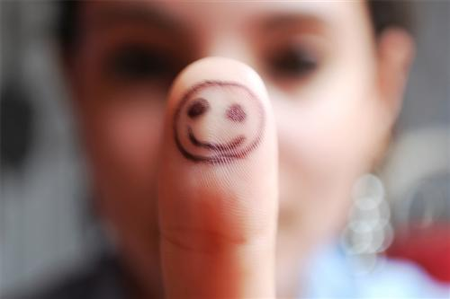 "Smiley+Finger+by+%7Eshelovesphotography 45 Gorgeous ""Smiley Fingers"" Photographs"