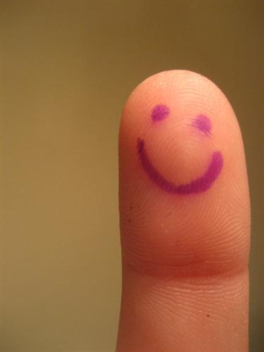 "Be Happy  by see you again+ +chethstudios.net 45 Gorgeous ""Smiley Fingers"" Photographs"