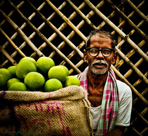 Happy+fruit+vendor,+Kothapet+Fruit+market,+Hyderabad The Incredible India: 90 Spectacular Photos